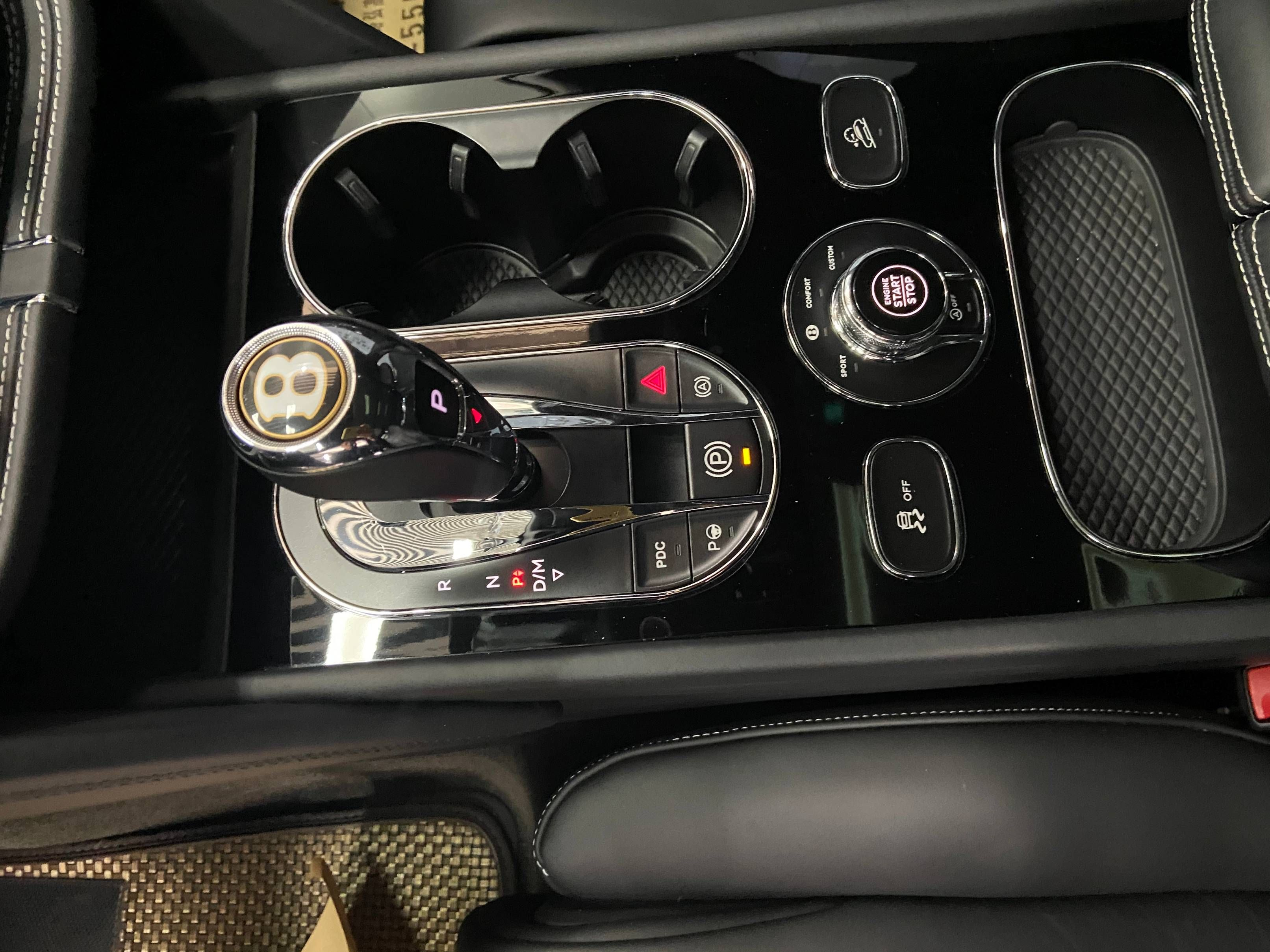 宾利 添越 2018款 4.0T V8(中东版)