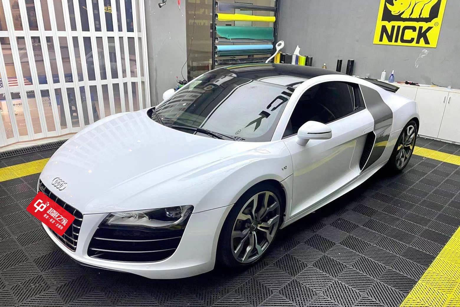 奥迪R8白色2014年11月